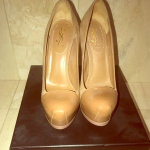 Yves Saint Laurent's cult 'Tribtoo' pumps Nude 37